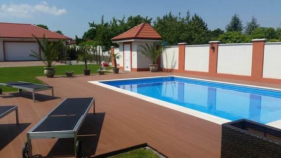 wpc terasa k bazénu